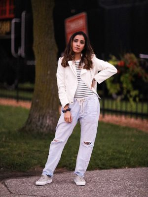 Distressed Jeans for Days Lulus LIGHT WASH DRAWSTRING Faiza Inam Casual Look Summer Fall Fashion Style Toronto Blogger 3