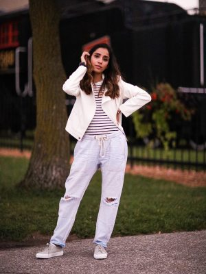 Distressed Jeans for Days Lulus LIGHT WASH DRAWSTRING Faiza Inam Casual Look Summer Fall Fashion Style Toronto Blogger 4