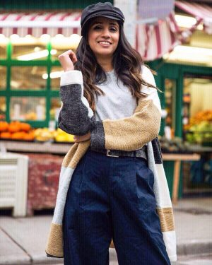 I Wear These Sweaters on Repeat Every Year Faiza Inam SincereluHumble Blog streetstyle-version cardigan sweater-bakeboy-hat-fall-inspired-fall-look-3