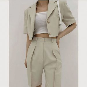 2020-Fall-Trends-I-am-Excited-About-pinterest-inspo-cropped-blazers-jackets-1