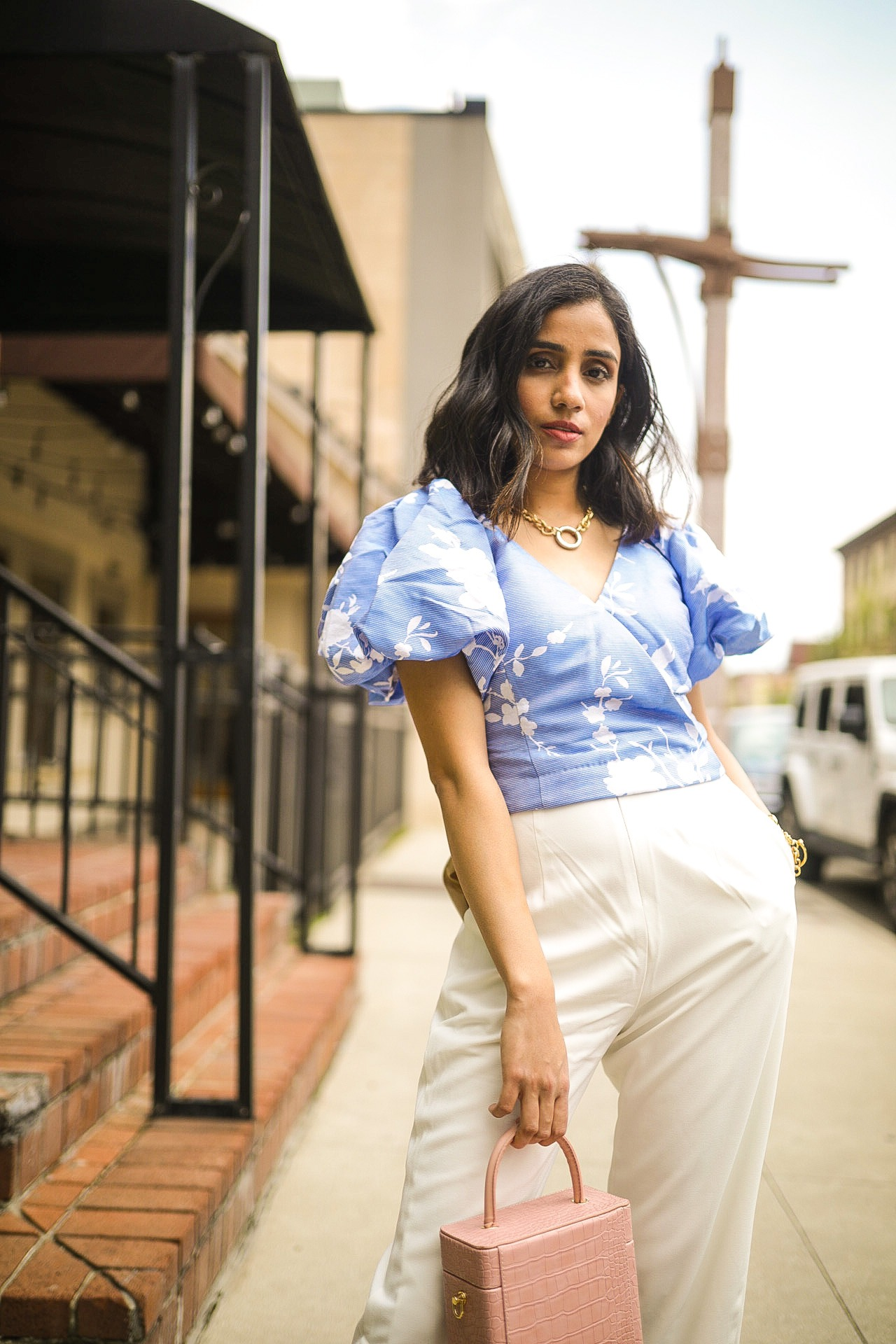 How to Wear Puff Sleeves in Fall 1 puff sleeve blouse faiza inam how to style tips 101 4