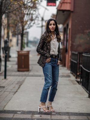 What to Wear at Thanksgiving Family Dinner blazer and jeans Faiza Inam 1