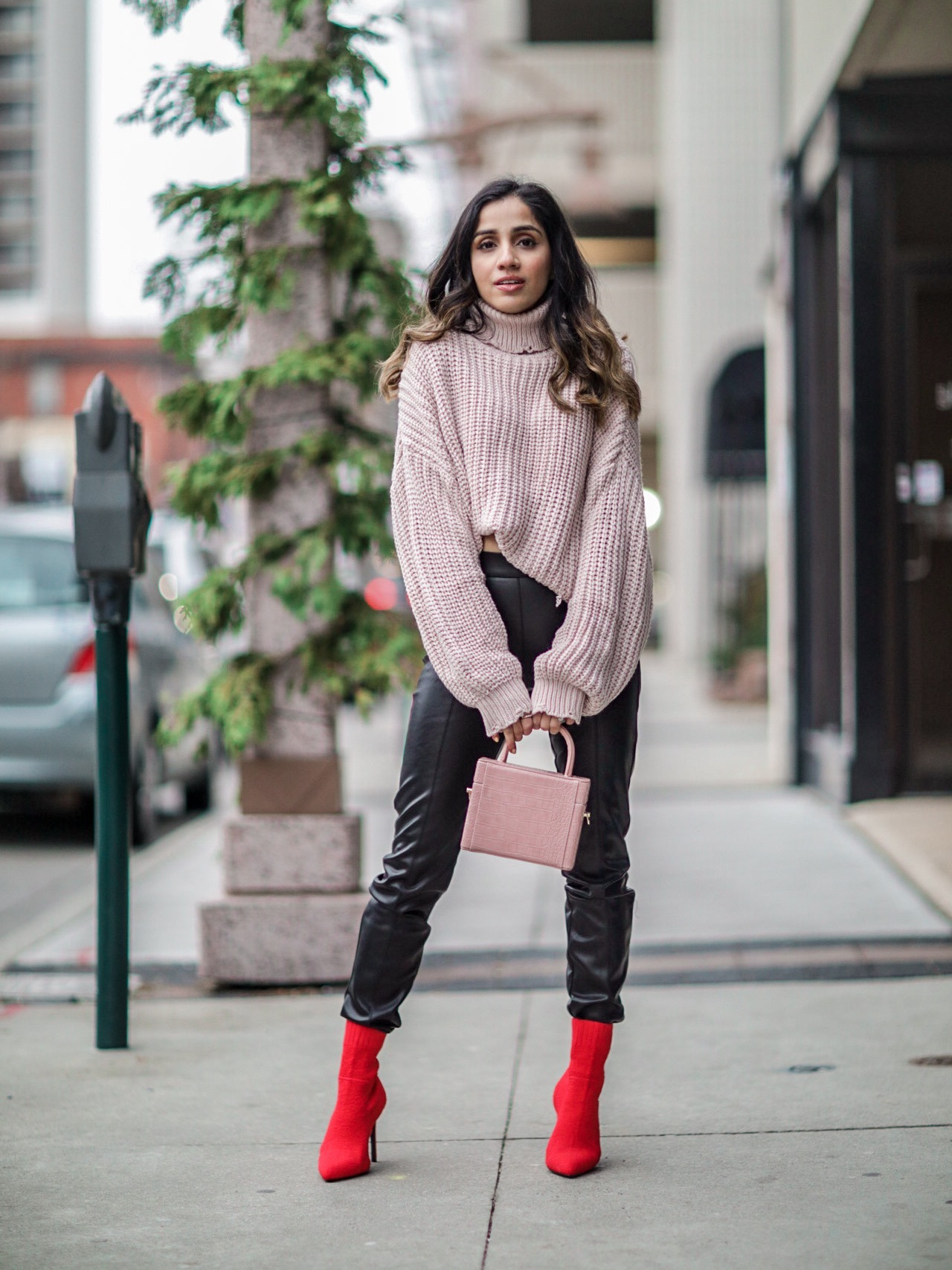 What to Wear at Thanksgiving Family Dinner chunky sweater leather pants 2