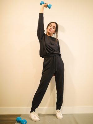 Lounging-in-the-Coziest-Loungewear-Faiza-Inam-pajamas-sweatshirt-look-4