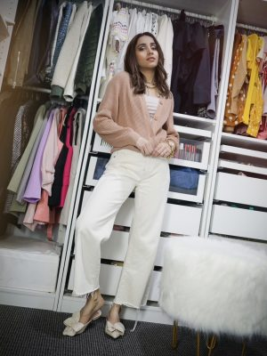 Style Secrets Every Classy Woman Should Know Monchrome look spring colors neutral closet organization 2
